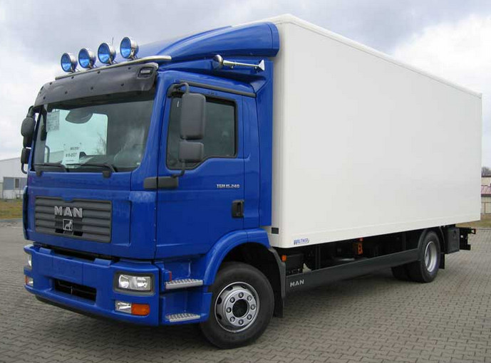 синий грузовик с прицепом