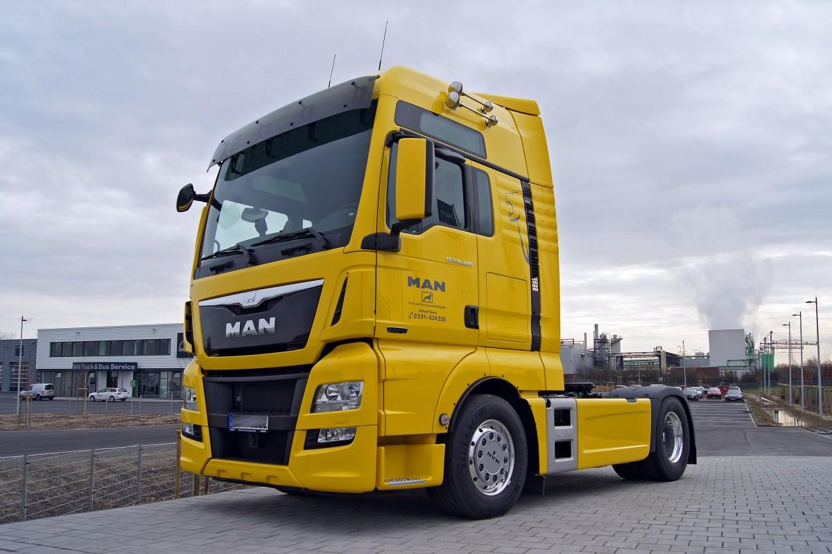 жёлтый грузовик