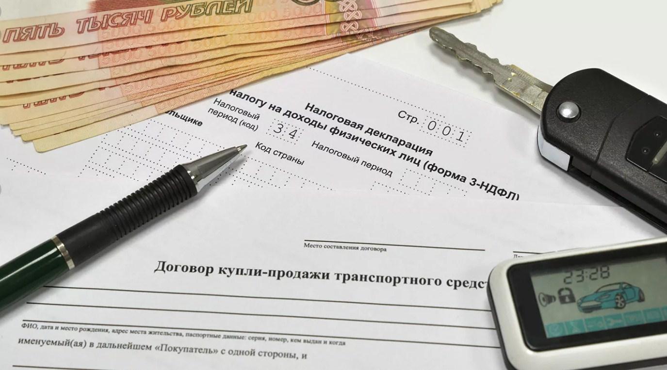 договор, ручка, ключи и деньги