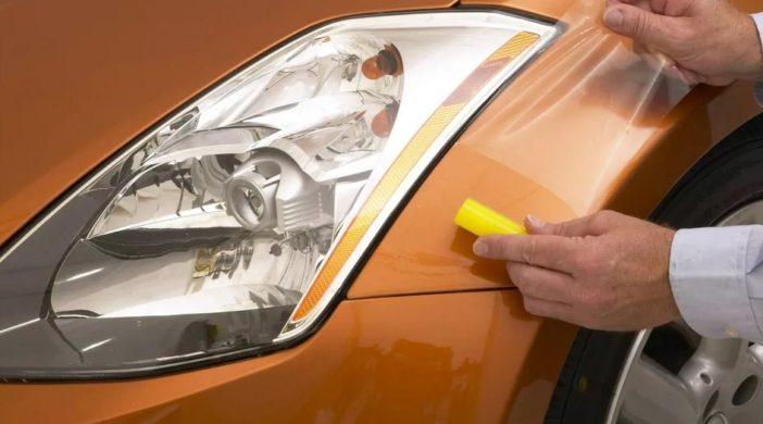 фара оранжевого автомобиля